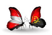 Deux papillons avec des drapeaux de l'autriche et de l'angola sur les ailes — Photo