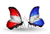 两只蝴蝶与奥地利共和国和尼加拉瓜的翅膀上的标志 — 图库照片
