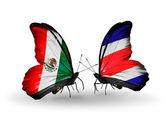 Dos mariposas con banderas de méxico y costa rica en las alas — Foto de Stock