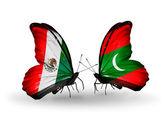 Twee vlinders met vlaggen van mexico en malediven op vleugels — Stockfoto
