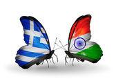 две бабочки с флагами отношений греции и индии — Стоковое фото