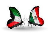 Två fjärilar med flaggor av förbindelserna mellan kuwait och Mexiko — Stockfoto