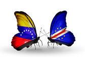 Mariposas con banderas de venezuela y cabo verde en las alas — Foto de Stock