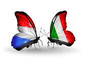 Motyle z flagi luksemburga i włoch na skrzydłach — Zdjęcie stockowe