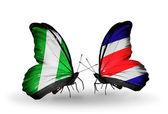 Farfalle con la nigeria e la costa rica bandiere sulle ali — Foto Stock