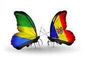 Farfalle con gabon e moldavia bandiere sulle ali — Foto Stock