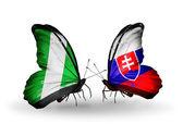 翼にナイジェリアとスロバキア フラグと蝶 — ストック写真