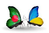 Mariposas con bangladesh y Ucrania banderas en las alas — Foto de Stock