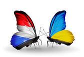 Kelebek kanatları üzerinde bayraklı — Stok fotoğraf