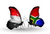 Mariposas con yemen y Sudáfrica banderas en las alas — Foto de Stock