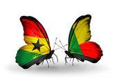 Kelebek kanatları üzerinde gana ve benin bayraklı — Stok fotoğraf
