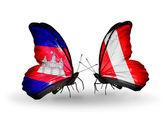 Borboletas com bandeiras de Camboja e o peru sobre asas — Fotografia Stock