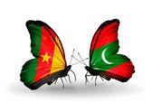 Vlinders met kameroen en maldiven vlaggen — Stockfoto