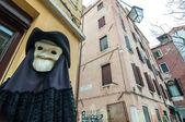 Veba maske ve kostüm venedik ile figür — Stok fotoğraf
