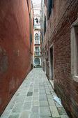 Small colourful venetian street in a popular neighbourhood — Stock Photo