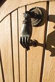 Door knocker hand of bronze — ストック写真