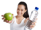 Fitness girl with healthy food — Stock Photo