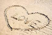 Un cuore nella sabbia — Foto Stock