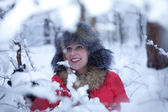 Portrait fun girl in winter forest — ストック写真