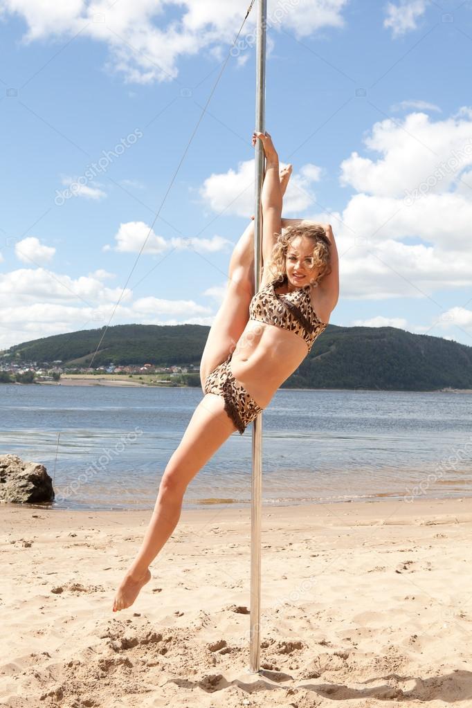 Nackte Mädchen Pole Dance Videos