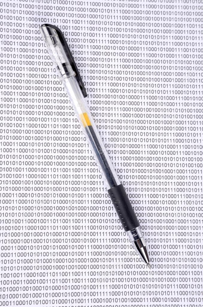 Pen on binary code — Stock Photo #12645839