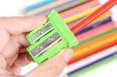 Kleur potlood en puntenslijper — Stockfoto