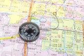 Mapa e bússola — Foto Stock