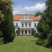 Manor-house in arboretum, Slovakia — Stock Photo