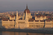 Parlamento húngaro no pôr do sol — Foto Stock