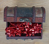 Red bows in jewellery box — Stock Photo