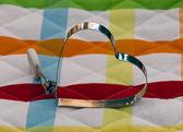 色付きの背景にバレンタイン ハート — ストック写真