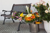 Bouquet of flowers and the bench — Stock Photo