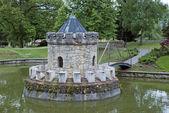 Kleine toren in het meer — Stockfoto