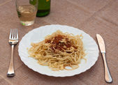 Tasty spaghetti with sauce and white wine — Stock Photo