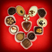 Valentine's heart made of luxury chocolate pralines — Stock fotografie