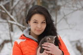 Girl with cat outdoor — Stock Photo