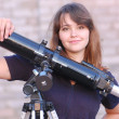 Teen girl and telescope — Stockfoto