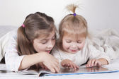 Sisters Reading Time — Stock Photo