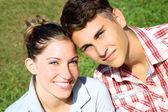 Hermosa pareja sonriendo — Foto de Stock