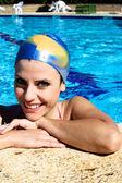 Felice donna bella piscina con tappo sorridente — Foto Stock