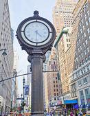New York sidewalk clock — 图库照片
