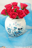 Roses in a beautiful vase — Stock Photo