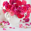 Beautiful tea roses — Stock Photo #47450187