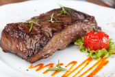 Grilled sirloin steak — Stockfoto