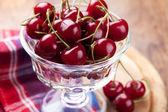 Ciotola di ciliegie fresche — Foto Stock