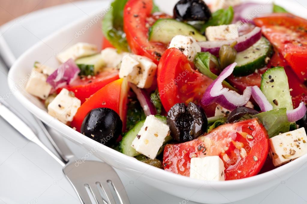 Греческий салат с сыром брынзой