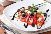 Salada de legumes grega com queijo feta — Fotografia Stock