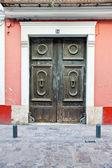 Stare drewniane drzwi Kościoła — Zdjęcie stockowe