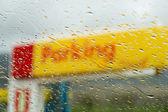 Druppels water op het venster — Stockfoto