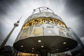 Relógio mundial na alexanderplatz, Berlim, Alemanha — Fotografia Stock